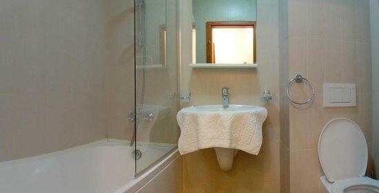 Coralia Serviced Apartments : Bathroom