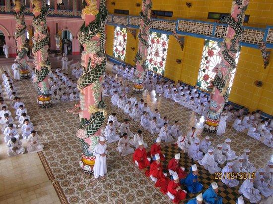 Cao Dai Temple : Colourful