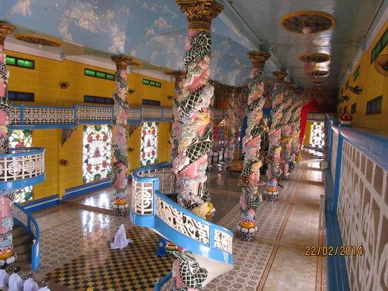 Cao Dai Temple : Quirky