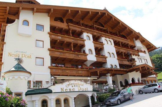 Ferienhotel Neue Post: Voorzijde hotel
