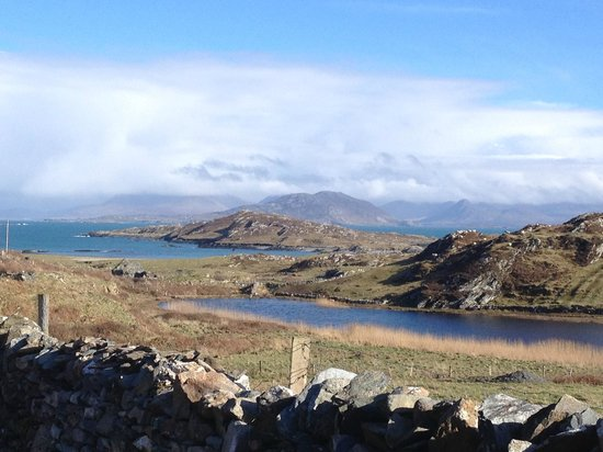 The Beach - Day's Bar and B&B: View from Inisbofin