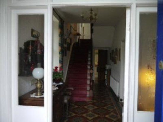 B&B at the Fieldings: Entrance to our Victorian house