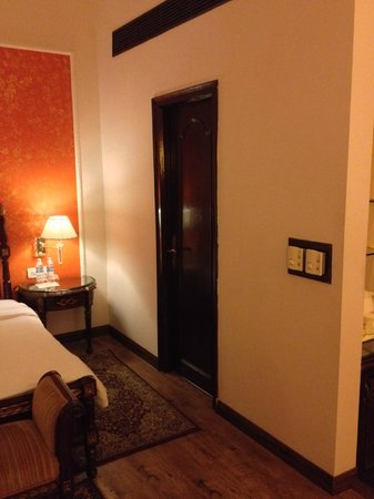 WelcomHeritage Noor-Us-Sabah Palace: The bathroom door from within the room