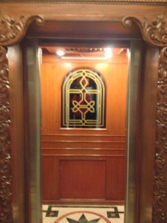 WelcomHeritage Noor-Us-Sabah Palace : The lift from 2nd floor