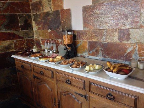 Hotel Rural Montañas de Covadonga: Desayuno. Dentro del precio de la habitación nos incluyeron el desayuno. Casero y muy sabroso.