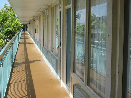 International Palms Resort & Conference Center Cocoa Beach: Hotel is dated and in need a a coat of paint
