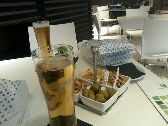 Hotel Rome Pisana: Snacks and drinks in the bar