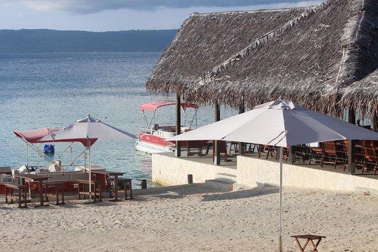 CoCo Beach Resort: View of the beachfront restaurant