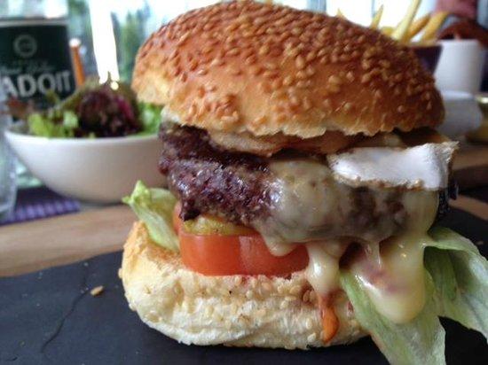 La Plancha: L'incontournable Brie-Burger