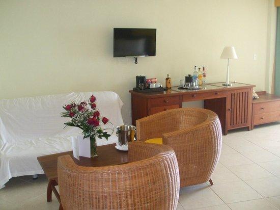 Sonesta Great Bay Beach Resort, Casino & Spa: jr king suite, roses extra (sweet hubby)
