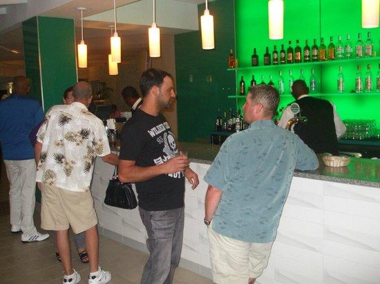 Sonesta Great Bay Beach Resort, Casino & Spa: bayview bar