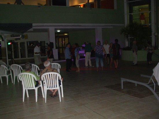 Sonesta Great Bay Beach Resort, Casino & Spa: dancing under the stars