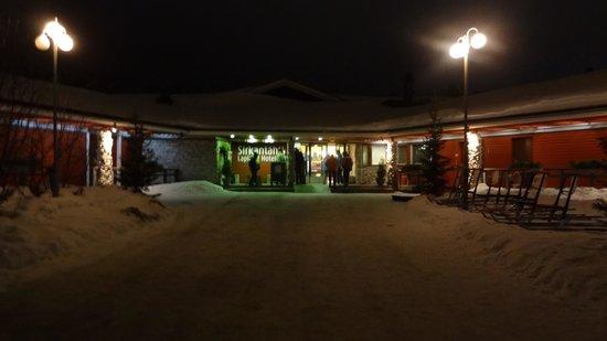 Lapland Hotel Sirkantahti: Réception et restaurant de l'hotel