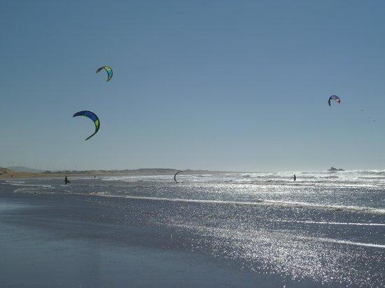 Riad Zahra: Kite surfing