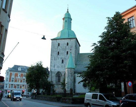 Domkirken (Bergen Cathedral) : Непасмурным вечером