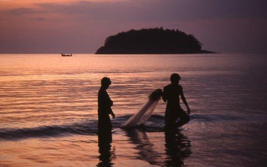 tramonto a kata beach