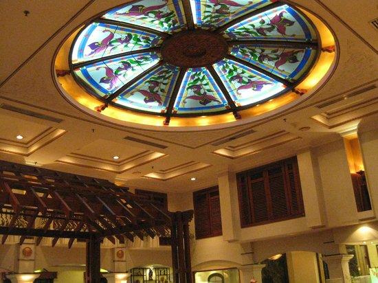 Merdeka Palace Hotel & Suites: Ceiling