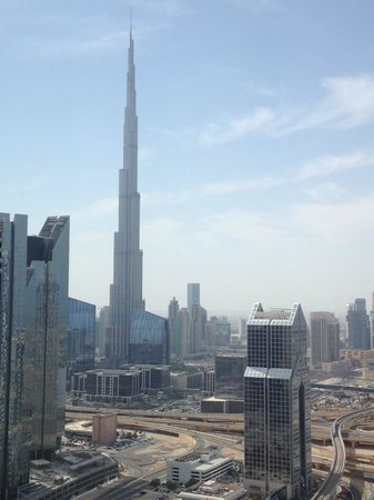 Al Salam Hotel Suites : Vue de la chambre sur le Burj Khalifa