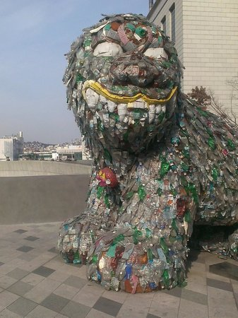 Dongdaemun Market: Dog made out of recycled bottles