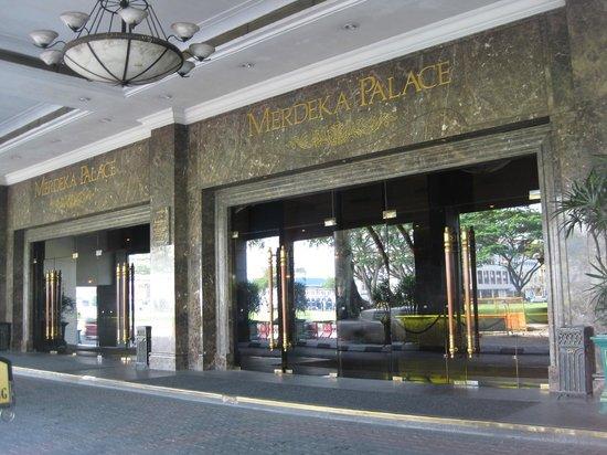 Merdeka Palace Hotel & Suites: Front Of Hotel