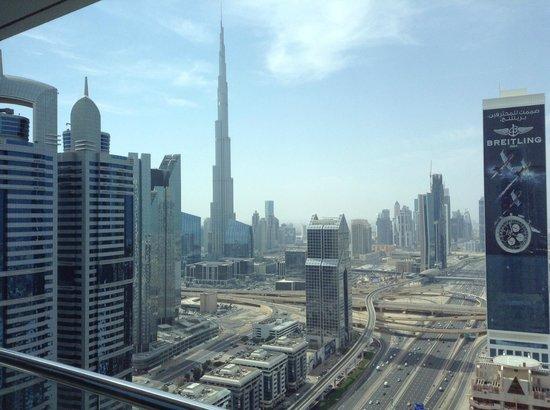 Al Salam Hotel Suites: Vue de la chambre sur le Burj Khalifa