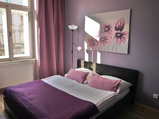 Royal Bellezza Apartments : Letto