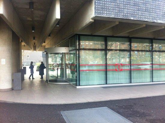 Ramada Plaza Milano: l'entrata nella hall