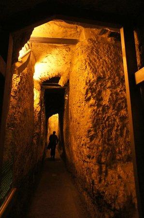The Western Wall Tunnels: Туннель у Западной сены