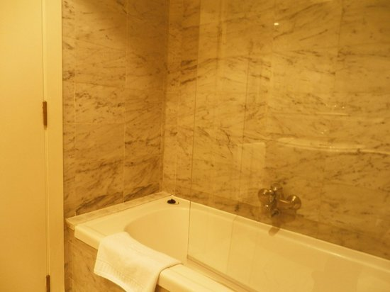 Onix Fira Hotel : Bathroom