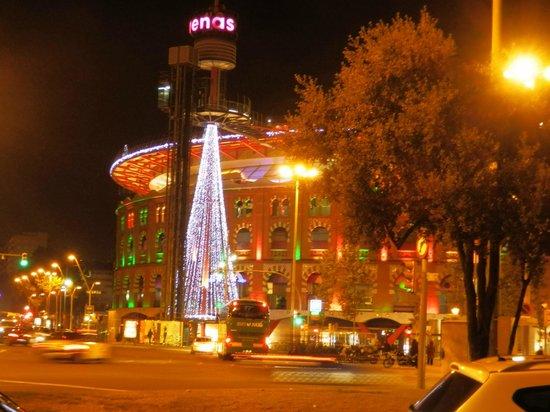 Onix Fira Hotel: Arenas de Barcelona by night - Shopping Mall