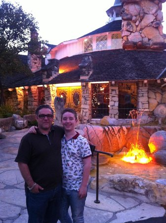 Madonna Inn : Magical walk to dinner