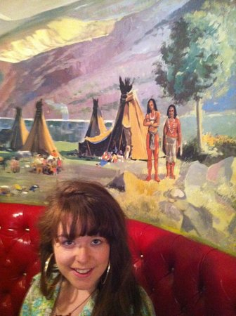 Madonna Inn: Wish they had postcards of the murals