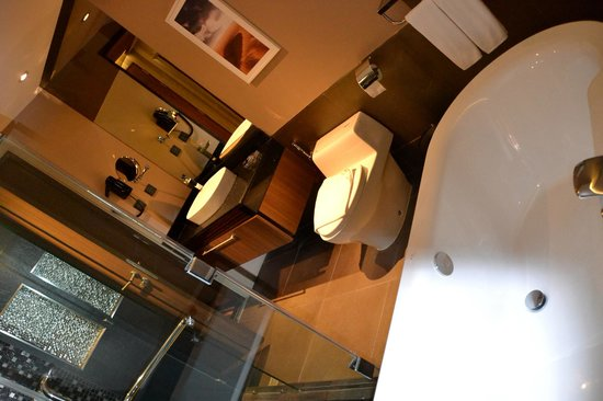 The Continent Hotel Bangkok by Compass Hospitality: Room 1605
