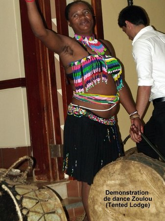 Zulu Nyala Game Lodge : Démonstration de danse Zulu
