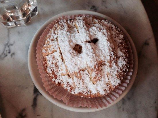 Locanda Le Logge : Dolce alla crema di cioccolato. Magistralmente interpretato dal Sig. Alfio.  Colazione @Locanda