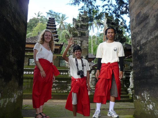 Bali Hai Bike Tours: temple with lovely staff