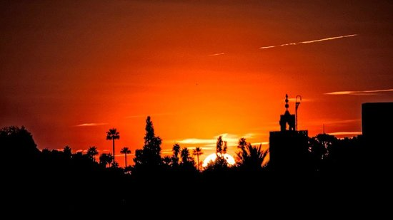 Riad Assakina: Sunset from the roof terrace