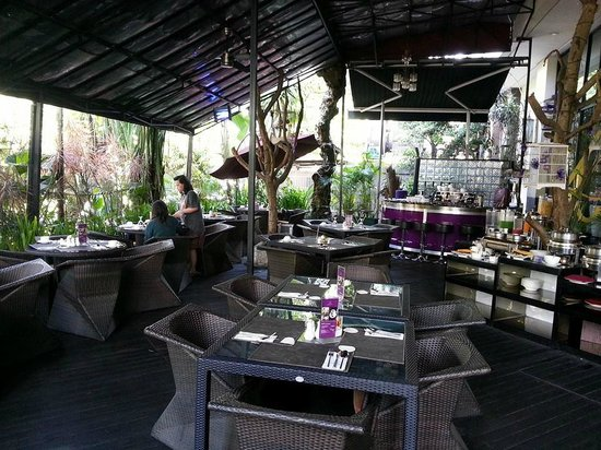 Amaroossa Bandung: Our Favourite Breakfast Area