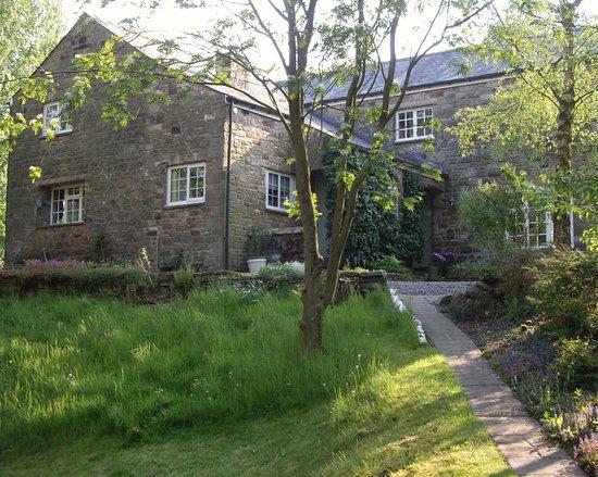 Broomshaw Hill Farm: Side view