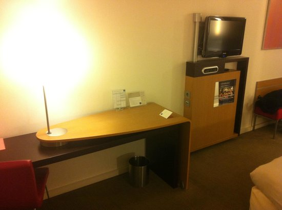 Novotel Muenchen Airport: Room - Large desk
