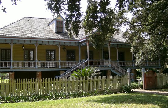Laura: A Creole Plantation: Outside view of main buiding