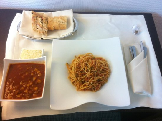 Novotel Muenchen Airport: Room Service - Cheap and Fast