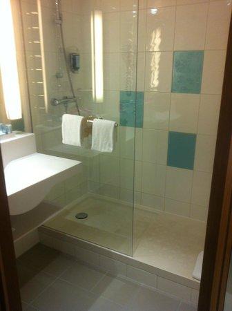 Novotel Muenchen Airport: Bathroom - Very clean