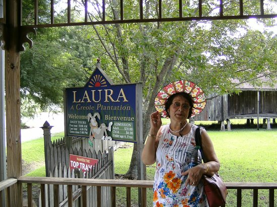 Laura Plantation: Louisiana's Creole Heritage Site: Wife in front of entrance to the Laura plantation