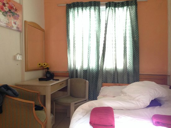 Momo's Hostel: single room