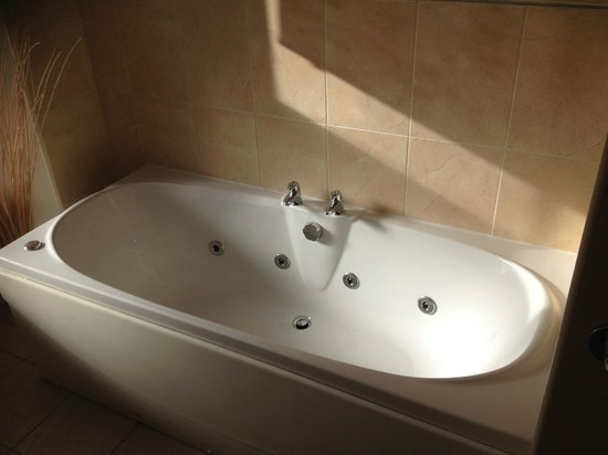 Coach House Hotel: Dochart Room Bath