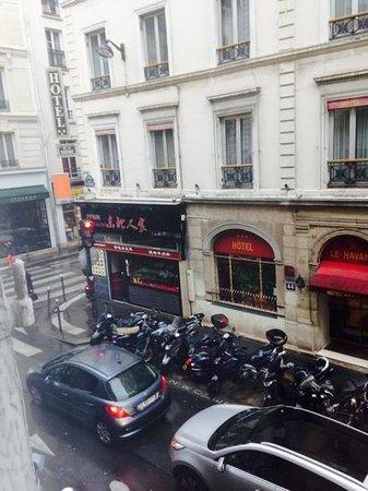 Hotel Pax Opera : вид из окна отеля