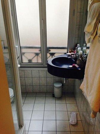 Hotel Pax Opera : ванная комната
