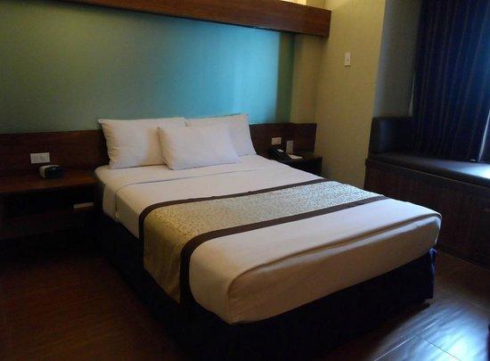 Microtel Inn & Suites by Wyndham Baguio : Bedroom
