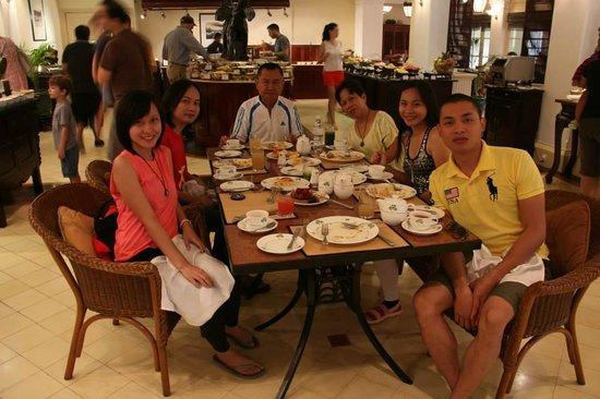 Raffles Hotel Le Royal: Buffet breakfast